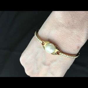 Avon pearl costume/ fashion bracelet